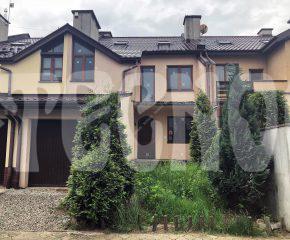 Dom szeregowy w stanie surowym