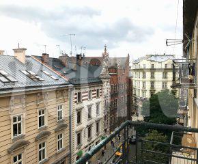 Przestronne mieszkanie z dwoma balkonami