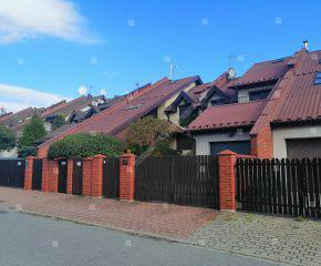 Dom w zabudowie szeregowej w malowniczej okolicy