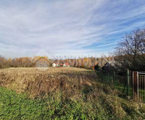 Widokowa działka budowlana położona w malowniczej okolicy.