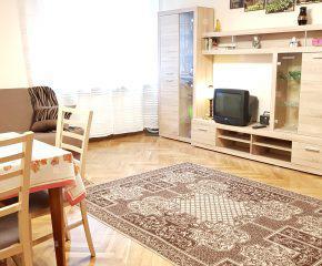 Wyremontowany, obszerny pokój z oddzielną kuchnią - Wola, ul. Sokołowska - 36 m2