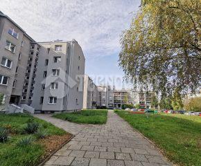 3-pok. mieszkanie w niskim bloku, w otoczeniu zieleni.