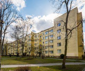 Ustawne 2-pok. mieszkanie w stanie b.dobrym, II piętro w niskim bloku